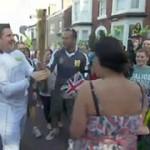 Britânico Solta Tocha Olímpica e Pede Namorada em Casamento