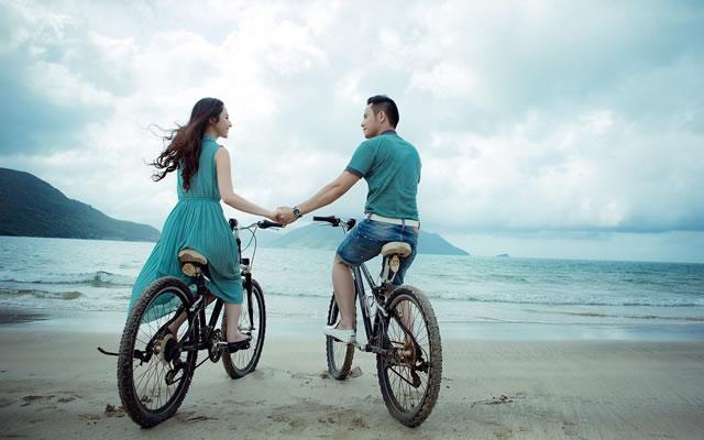 Noivos amantes das bicicletas