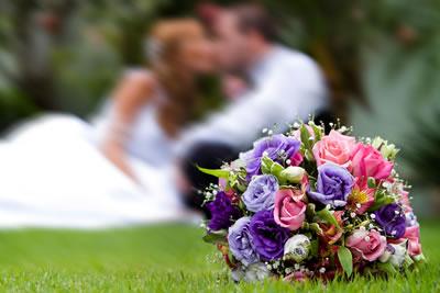 O Buquê de Flores Deve Combinar com a Decoração?
