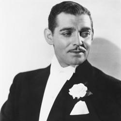 Clark Gable com flor na lapela