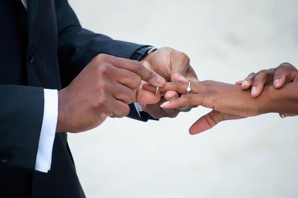 A troca das alianças do casamento
