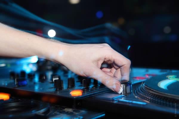 Guia para Contratação de DJ para Casamento