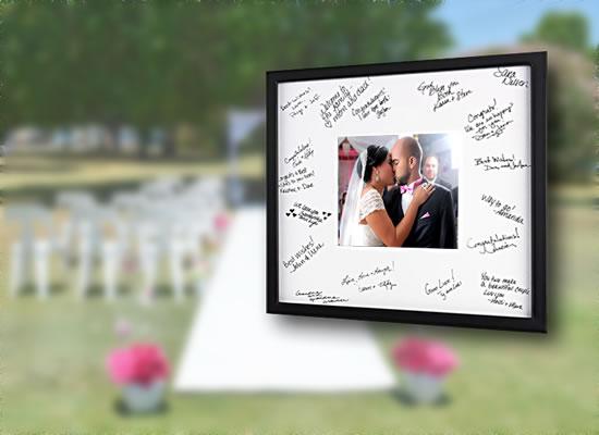 Quadro com foto dos noivos para os convidados assinarem