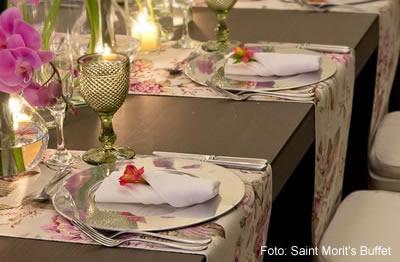 Como Colocar uma Mesa Formal para Casamento