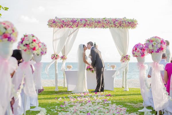 Alternativas de decoração para altar do casamento