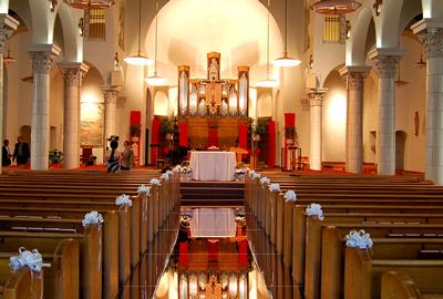 Aparência da passarela espelhada na igreja | Foto montagem