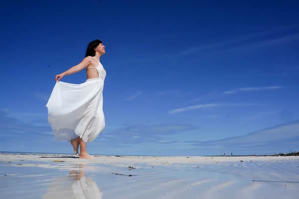 Modelo de vestido de noiva para casamento na praia
