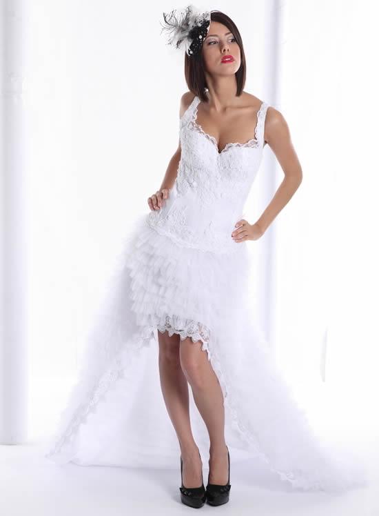 Vestido curto no casamento: saiba o que diz a etiqueta
